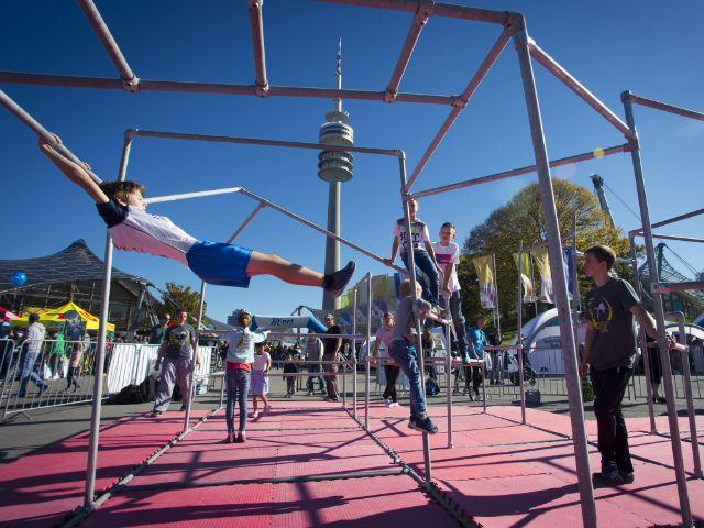 Turnen beim Outdoorsportfestival, Foto: Martin Hangen