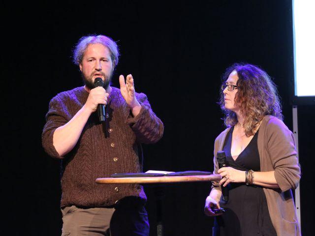 Florian Reiter auf der Tollwood-Pressekonferenz - mit Christiane Stenzel, Foto: Bernd Wackerbauer