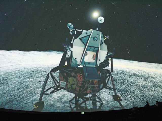 """""""Eagle"""" auf dem Mond: Ausschnitt aus dem neuen Fulldome-Film """"Capcom Go!"""", Foto: Deutsches Museum"""