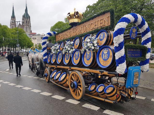 Einzug der Festwirte auf das Festgelände beim Frühlingsfest, Foto: muenchen.de / Immanuel Rahman