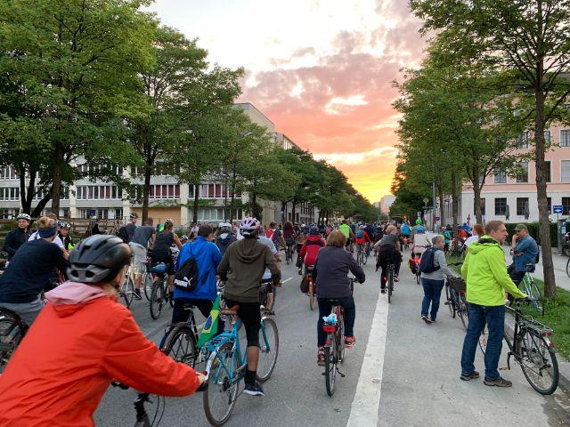 Rund 17.000 Menschen fuhren bei der Radlnacht am 10.8.2019 durch München., Foto: muenchen.de/Philipp Hartmann