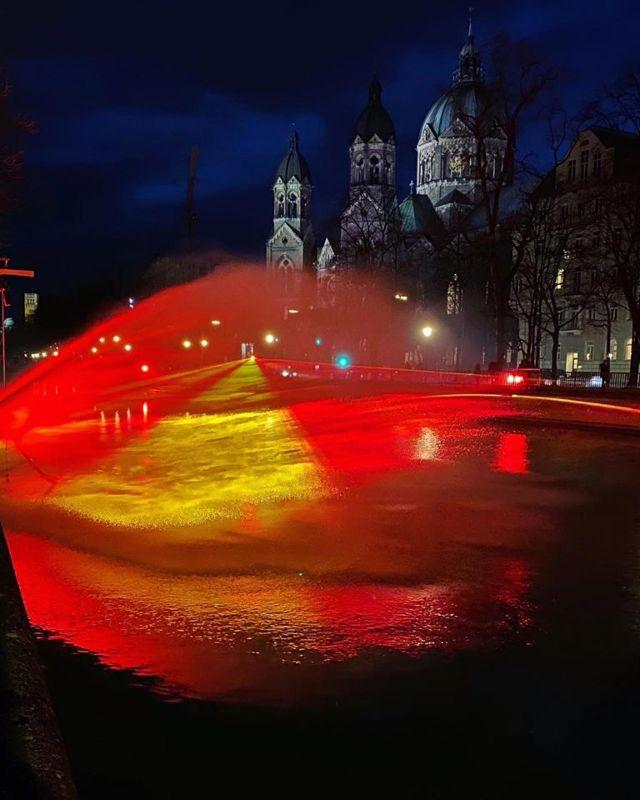 """Lichtinstallation """"The Burning River"""" von Jan Kuck, Foto: Anette Göttlicher"""