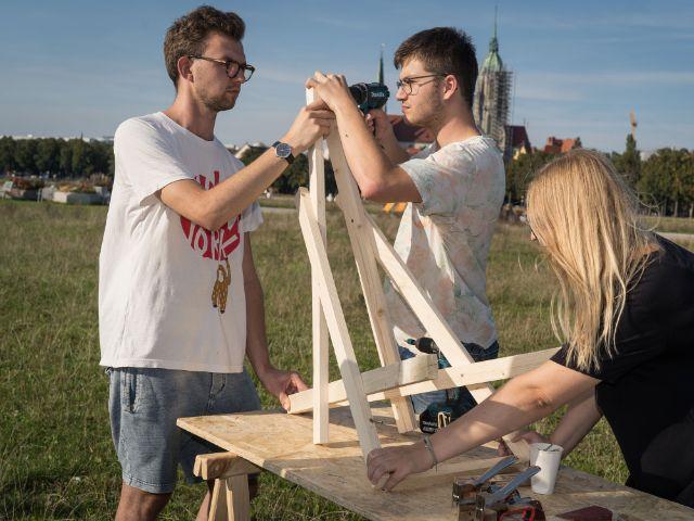 Basteln an Urban Chairs auf der Theresienwiese, Foto: muenchen.de/Ole Zimmer