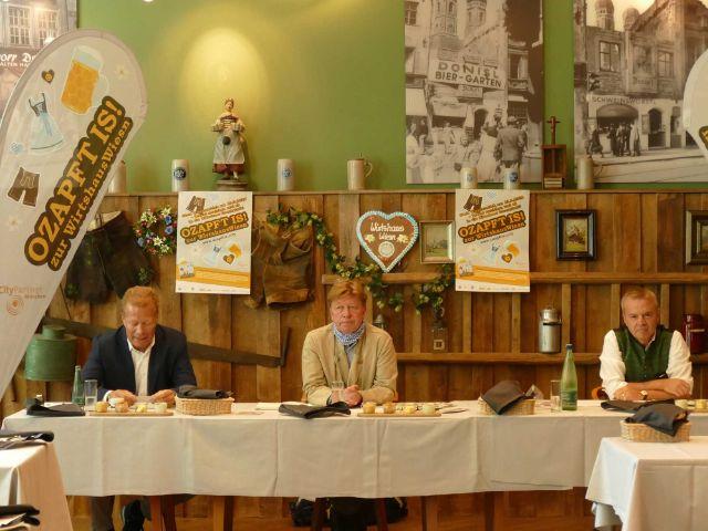 Andreas Steinfatt, Wolfgang Fischer und Gregor Lemke (v.l.) bei der Pressekonferenz zur Aktion O'zapft is, Foto: muenchen.de/Saskia Ziegler