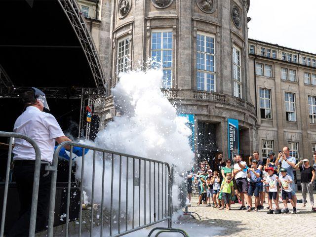 Science Summer: Stickstoff-Vorführung am Deutschen Museum, Foto: Deutsches Museum