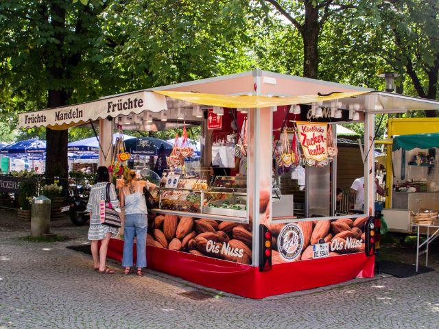 Mandelstand am Orleansplatz zum Sommer in der Stadt, Foto: Melvin Núñez