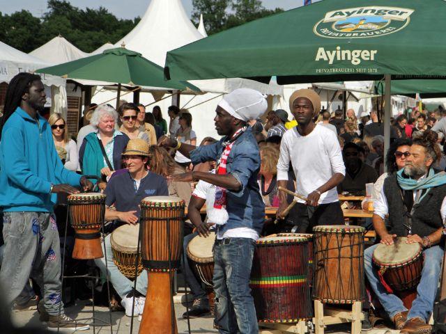 Trommlergruppe auf dem Basar bei den Afrika Tagen, Foto: Afrika Tage