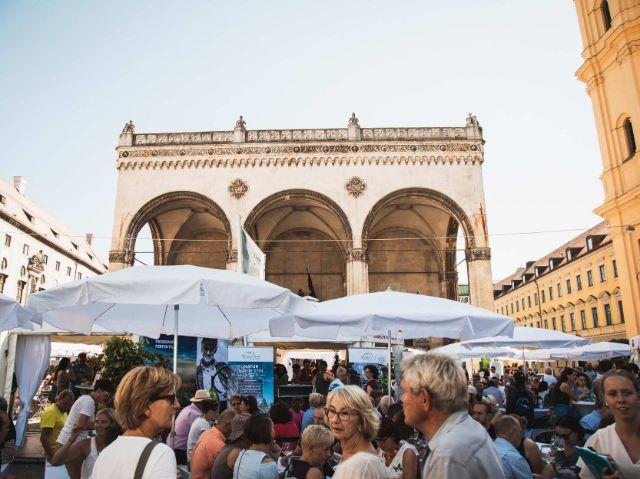 Blick auf die Feldherrnhalle beim Bayerischen Genussfestival, Foto: Haus des Frankenweins/Max Ostermeier