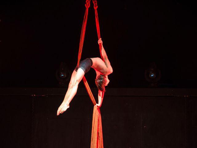 Akrobatik-Einlage eines GOP-Artisten, Foto: GOP Varieté Theater