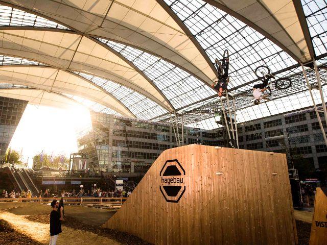 Rampe bei Bike & Style am Flughafen München, Foto: Flughafen München/Florian Breitenberger