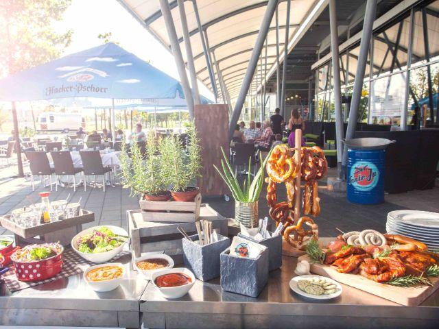 Grill-Buffet, Foto: Flughafen Besucherpark
