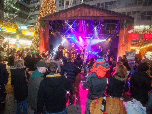 Bühne auf dem Wintermarkt am Flughafen München, Foto: Flughafen München