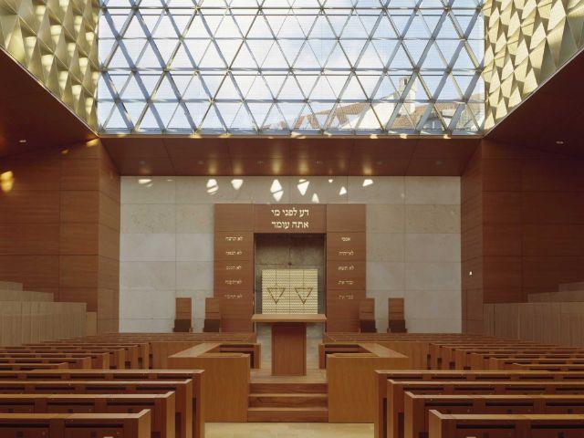 Die Münchner Synagoge von innen, Foto: Roland Halbe