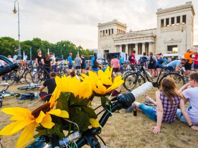 Nachmittag vor der Radlnacht auf dem Königsplatz, Foto: Initiative Radlhauptstadt / Andreas Schebesta