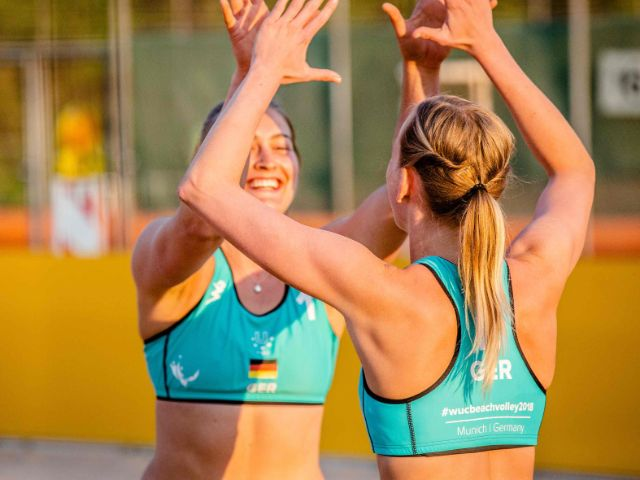 Beachvolleyballspielerinnen , Foto: Andre Goerschel