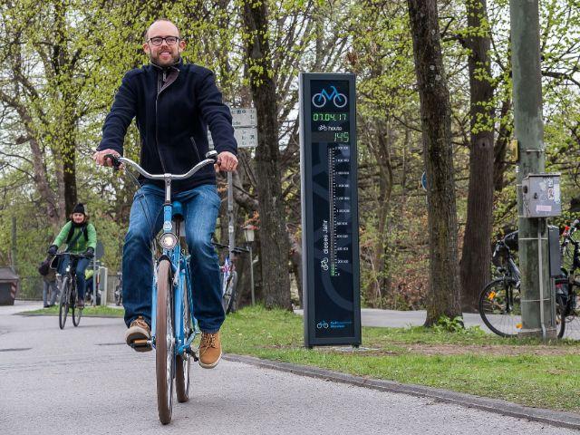 Radler an der Radlzählstele an der Erhardt-Straße, Foto: Radlhauptstadt München / Andreas Schebesta