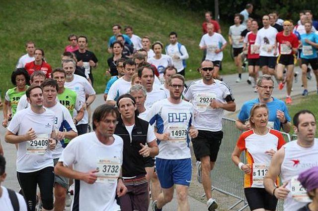 Läufer auf dem B2Run Firmenlauf durch den Münchner Olympiapark., Foto: B2Run