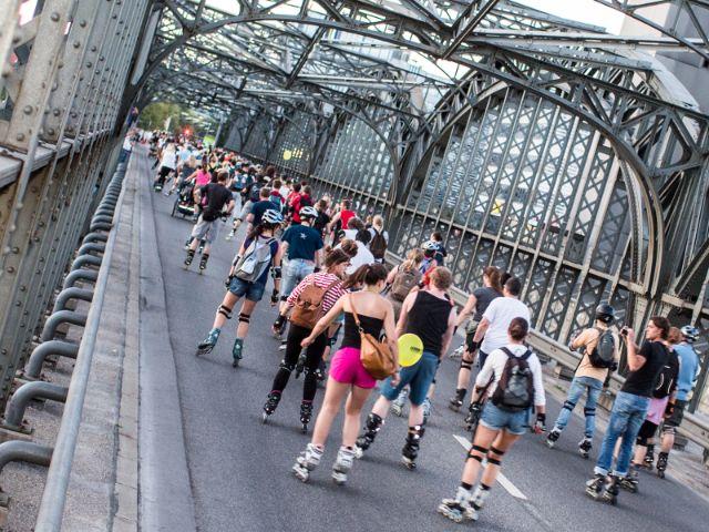 Die Blade Night München passiert die Donnersberger Brücke, Foto: Green City e.V. / Andreas Schebesta