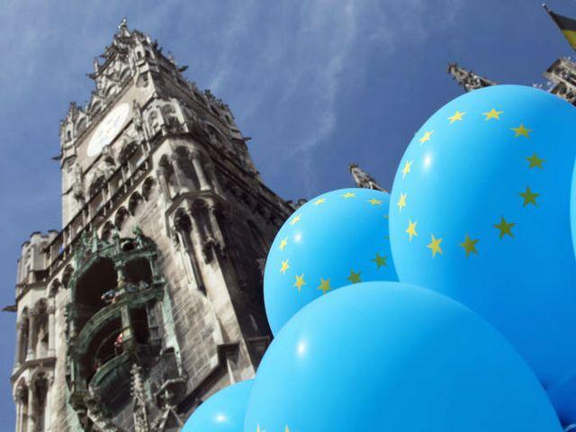 Europatag: Atmosphäre 2015 Rathaus und Europaluftballons, Foto: Michael Nagy/Presseamt München