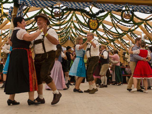 Festzelt Tradition auf der Oidn Wiesn, Foto: Katy Spichal
