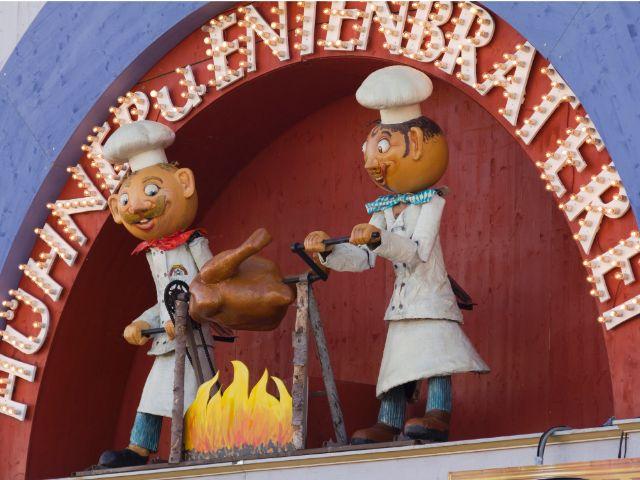 Kleines Wiesnzelt auf dem Oktoberfest - Ammers Hühner- und Entenbraterei, Foto: Katy Spichal