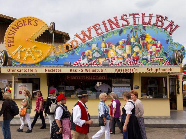 Kleines Wiesnzelt auf dem Oktoberfest - Feisingers Kas- und Weinstubn, Foto: Katy Spichal