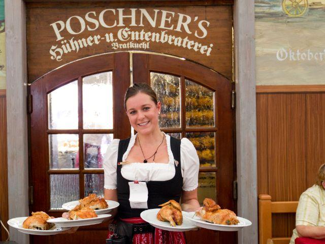 Kleines Wiesnzelt auf dem Oktoberfest - Poschner`s Hühner- und Entenbraterei, Foto: Katy Spichal
