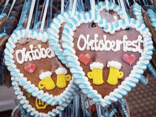 Lebkuchenherzen auf dem Oktoberfest, Foto: FooTToo / Shutterstock.com