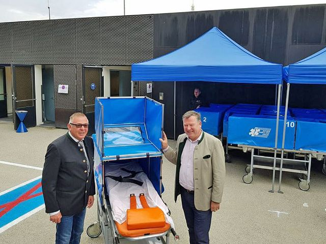 Wiesn-Sanitätsstation: Peter Aicher, Geschäftsführer der Aicher Ambulanz und Bürgermeister Josef Schmid, Foto: Aicher Group