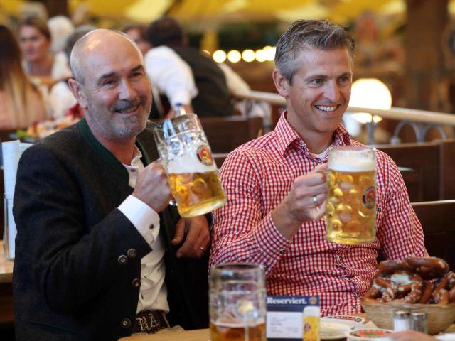 FC Bayern Legenden im Winzerer Fahndl auf dem Oktoberfest., Foto: Paulaner/getty Wiesn 2018