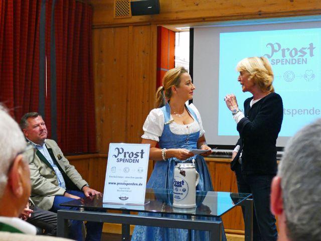 Aktion Prostspenden mit Hannelore Kiethe, Vorsitzende der Münchner Tafel e.V., Foto: muenchen.de/Leonie Liebich