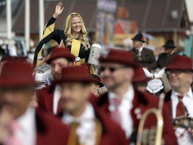 Eindruck vom Einzug der Wiesnwirte, Festzug am 22.9.2018, Foto: picture alliance / AP Photo 2018