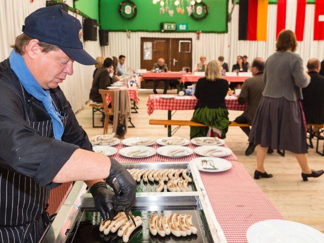 Wurstprüfung - Die Wurstkommission testet Schweinswürstl, Foto: muenchen.de/Katy Spichal 2018