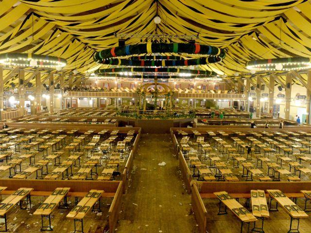 Das leere Paulaner-Zelt auf der Wiesn, Foto: picture alliance / dpa/Archivbild