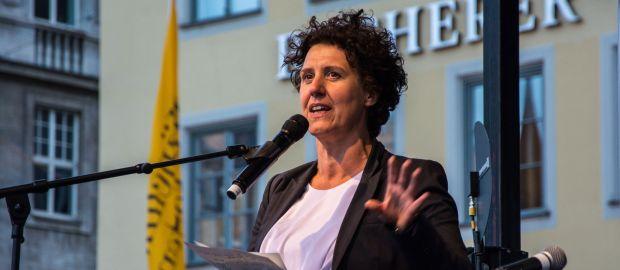Brigitte Meier bei einer Rede, Foto: muenchen.de/Michael Hofmann