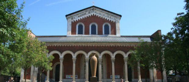Eingangsfassade der Basilika St. Bonifaz
