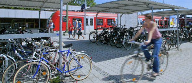 Fahrräder an S-Bahn Station, Foto: MVV GmbH