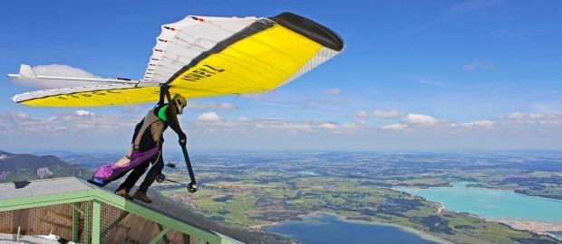 Mann beim Drachenfliegen, Foto: Alexandra Lande / Shutterstock.com