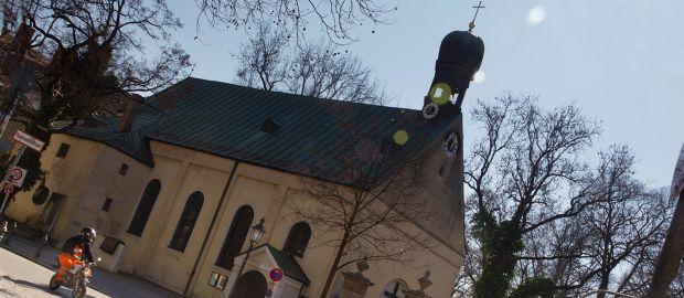 Sankt Stephan Kirche am Ende des Münchner Südfriedhofs, Foto: Katy Spichal