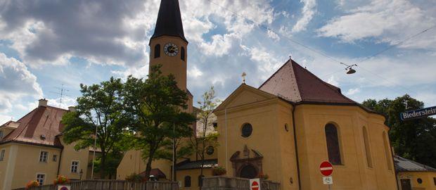Sankt Sylvester Kirche in München Schwabing, Foto: Katy Spichal