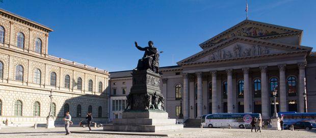 Max-Joseph-Platz in München Altstadt, Foto: Katy Spichal