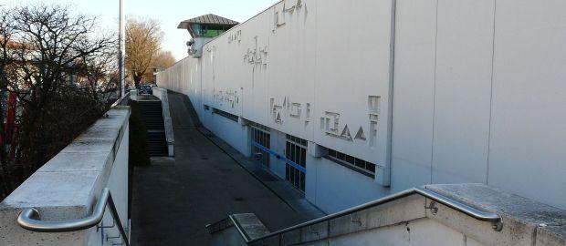 Gefängnismauer und Eingang, Foto: Christian Brunner