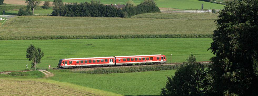 Der Filzenexpress unterwegs von Wasserburg (Inn) Bf nach Grafing Bf kurz vor Ebersberg. , Foto: Deutsche Bahn AG