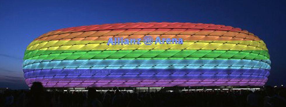 Allianz Arena in Regenbogenfarben, Foto: GES/Augenklick/AZ-Simulation