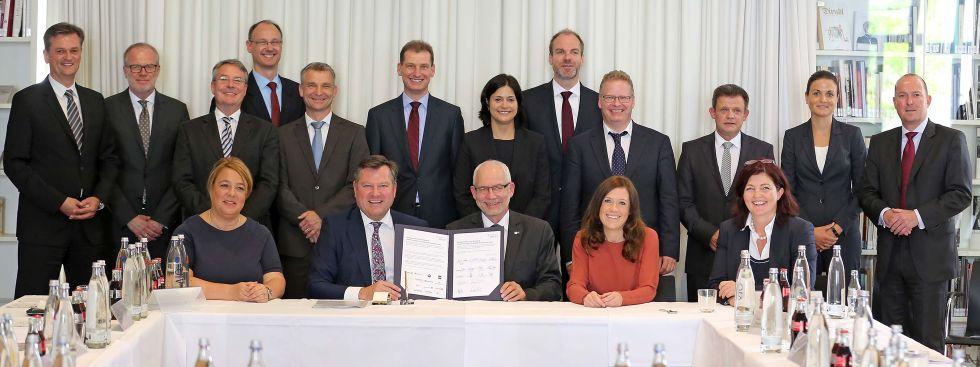 Josef Schmid mit Vertretern von Münchner Unternehmen., Foto: Michael Nagy/Presseamt München
