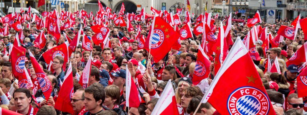Fans auf dem Marienplatz., Foto: picture alliance / dpa