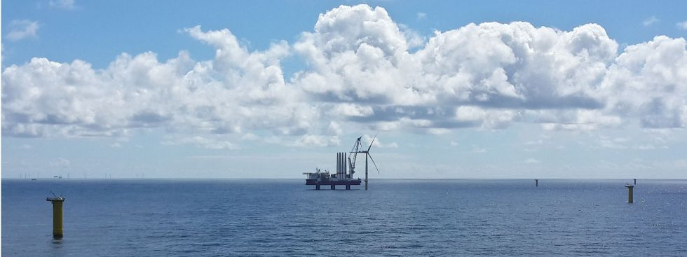 erste Windenergieanlage im Offshore-Park Sandbank steht, Foto: Sandbank Offshore Wind GmbH