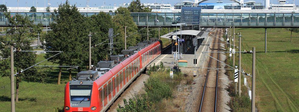 S-Bahn am Flughafen, Foto: Uwe Miethe / Deutsche Bahn AG