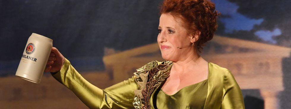 Luise Kinseher als Mama Bavaria am Nockherberg 2017, Foto: (c) dpa