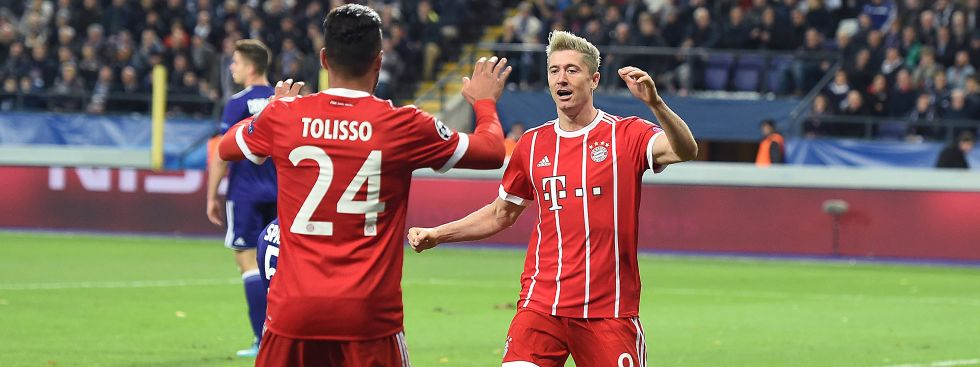 Lewandowski jubelt nach seinem Treffer mit Tolisso., Foto: dpa